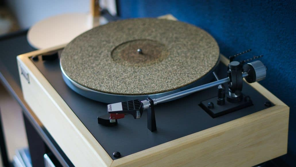 Mat for turntable platter